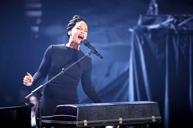 Alicia Keys actuando en los premios Billboard 2012