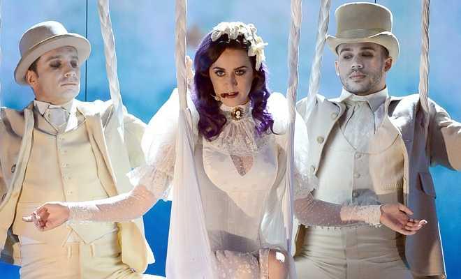 Katy Perry actuando en la gala de los premios Billboard 2012