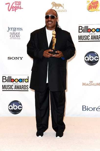 Stevie Wonder con el premio a su trayectoria musical en los Billboards 2012