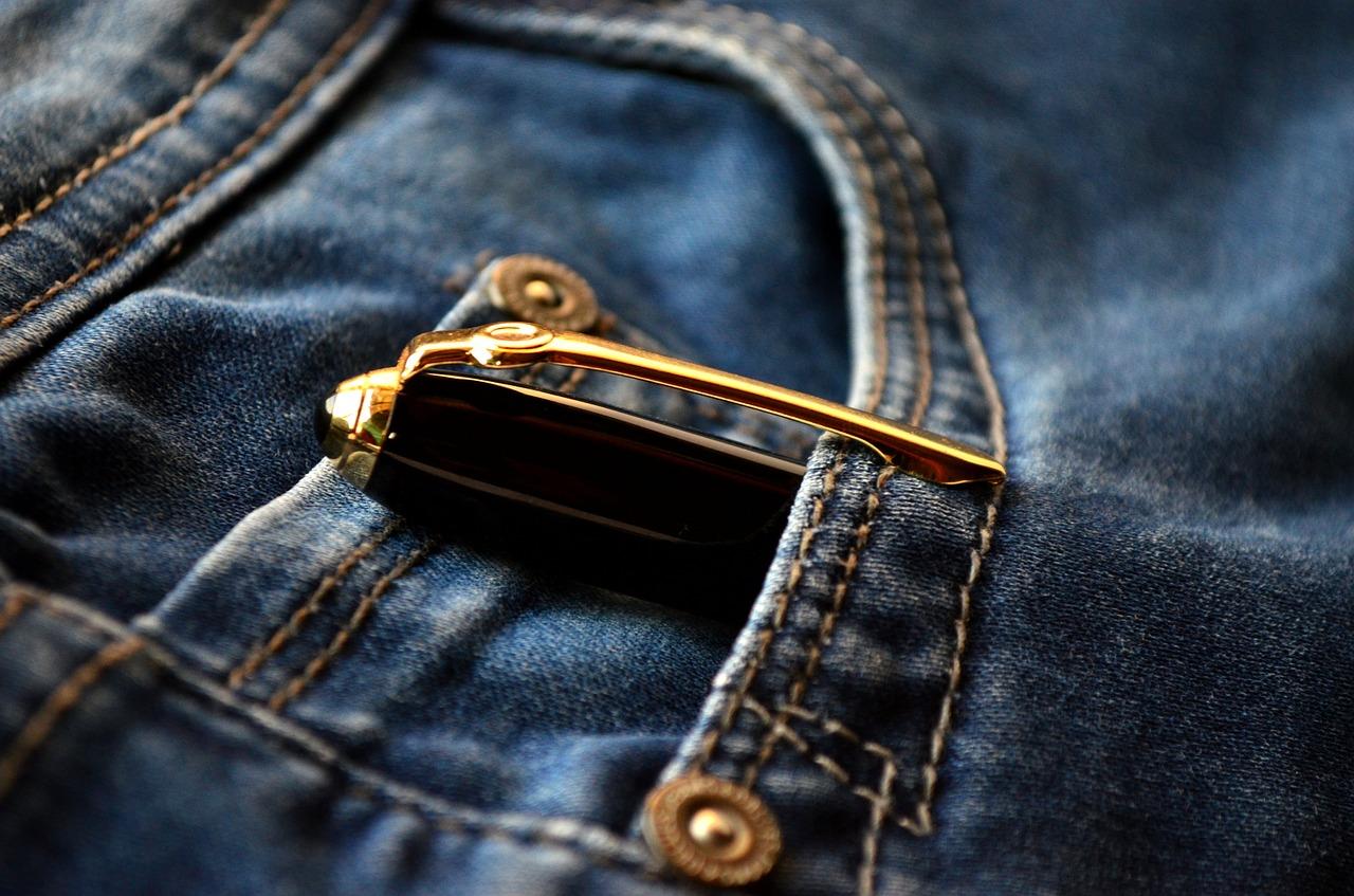 cómo quitar tinta de bolígrafo de la ropa