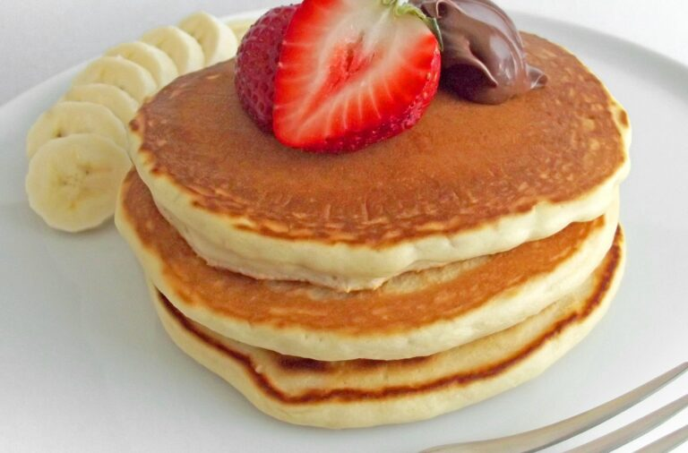 Pancakes with banana, strawberry & Nutella